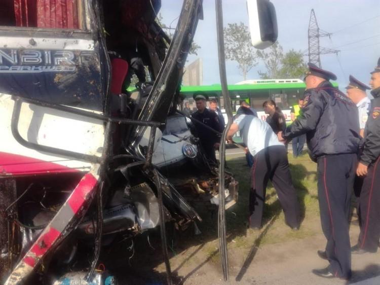 Автобус получил серьезные механические и кузовные повреждения. Фото: пресс-служба УМВД России по Приморскому краю.