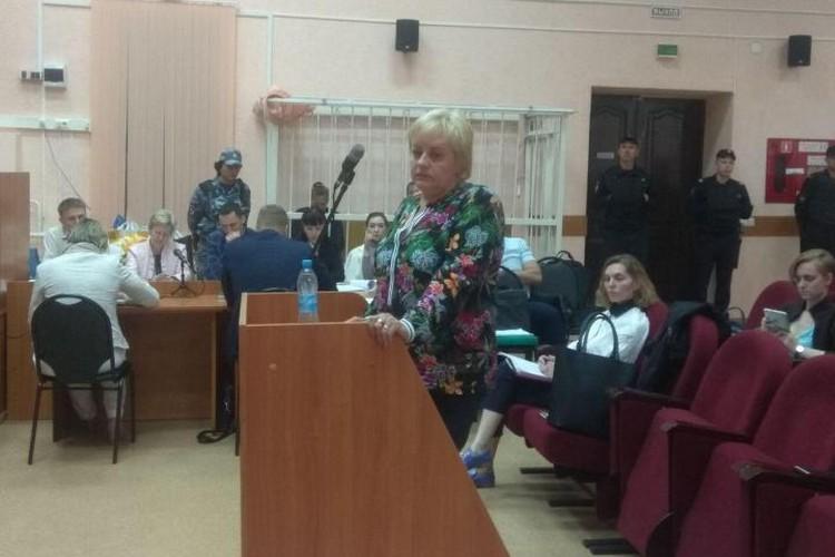 Надежда Вострикова дает показания в суде.