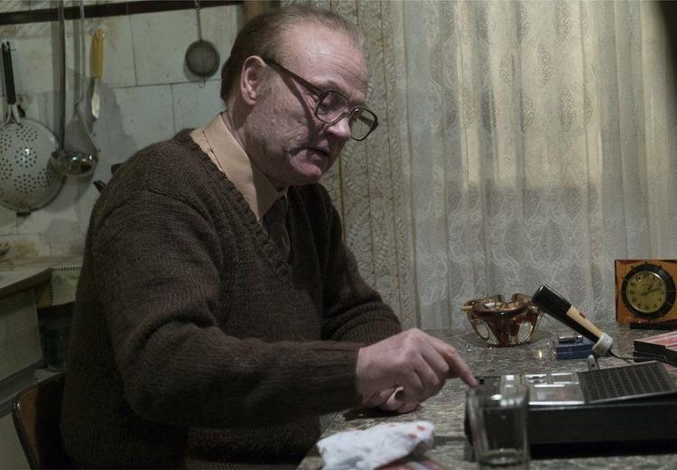 Академик Легасов живет в задрипанной однушке?