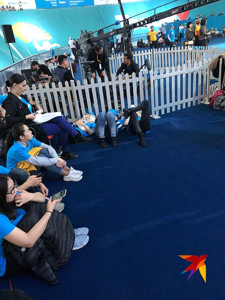 Студентки Нур-султана не выдержала интенсивных тренировок перед форумом и решили копить силы