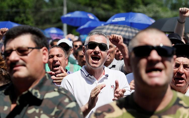 Ожидается, что на митинге будет до 50 тысяч человек. Правда, пока на главной площади Кишинева собралось совсем не много людей