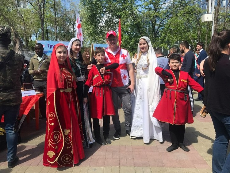 Несколько поколений грузинской диаспоры на празднике в Уфе