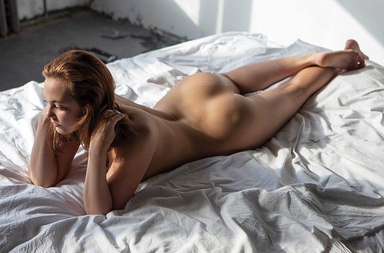 Фотосессия на кровати. Фото: Playboy