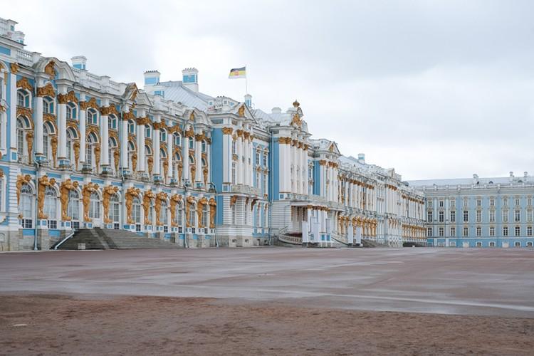 Янтарная комната считалась и считается до сих пор главным украшением Екатерининского дворца в Царском селе.