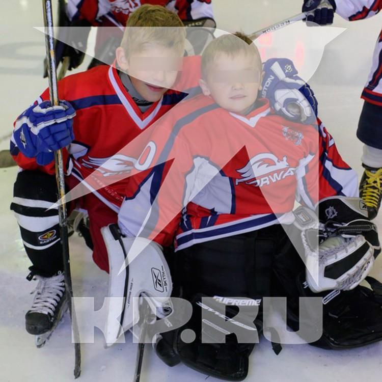 Братья раньше были не разлей вода, оба хотели стать хоккеистами