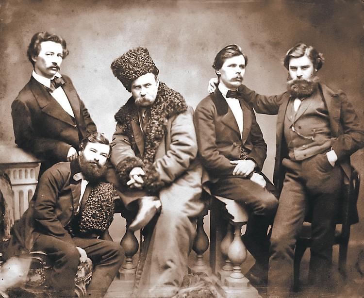 Тарас Шевченко (в центре) с товарищами из Кирилло-Мефодьевского братства. Фото: wikimedia.org