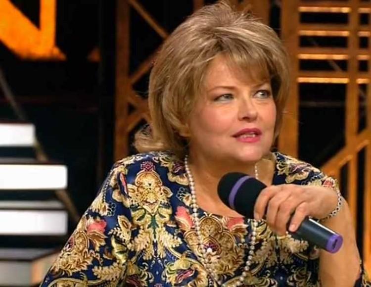 Актриса пригласила поклонников посетить представление, чтобы последний раз увидеть ее на сцене. Фото: кадр программы «Привет, Андрей!»