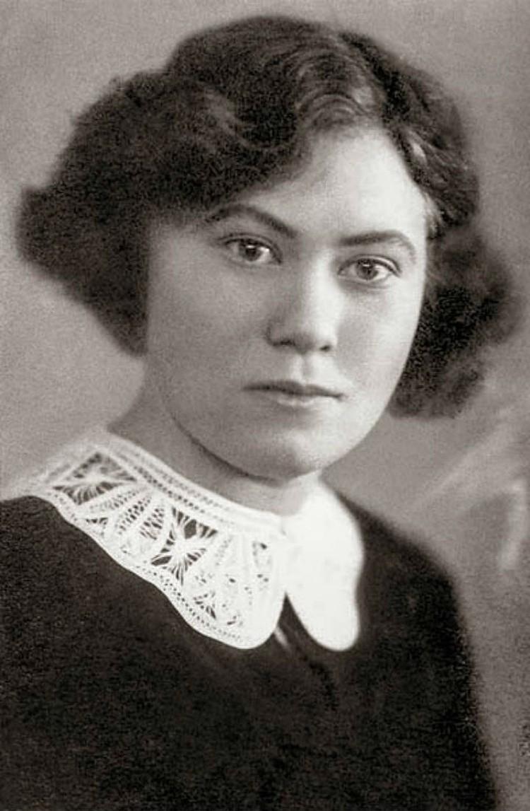 Эвакуированная из Ленинграда Нина Дятлова стала учителем в Голумети.