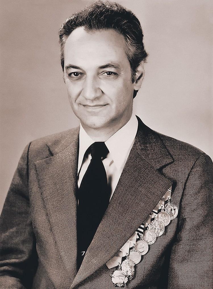 Вано Микоян стал всемирно известным авиаконструктором.