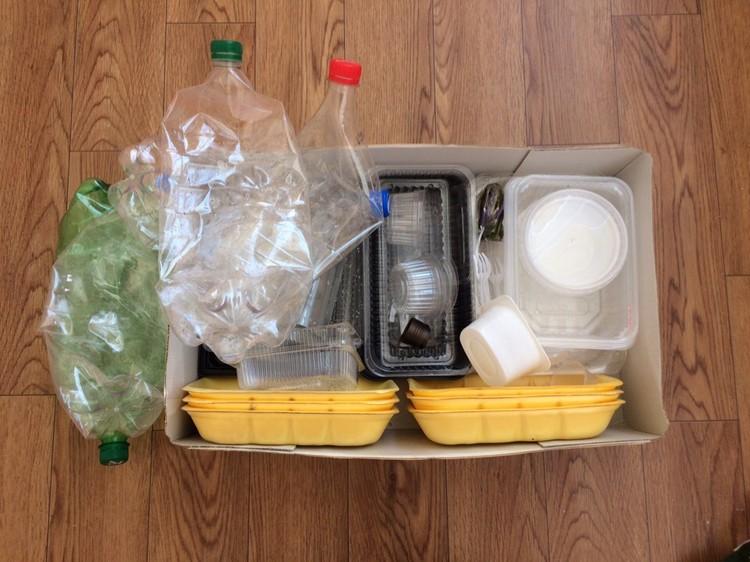 Вот весь пластик, который скопился за месяц