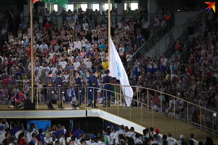 24. Спустили флаг Европейских олимпийских комитетов, а пламя в чаше погасили. Вот и все.
