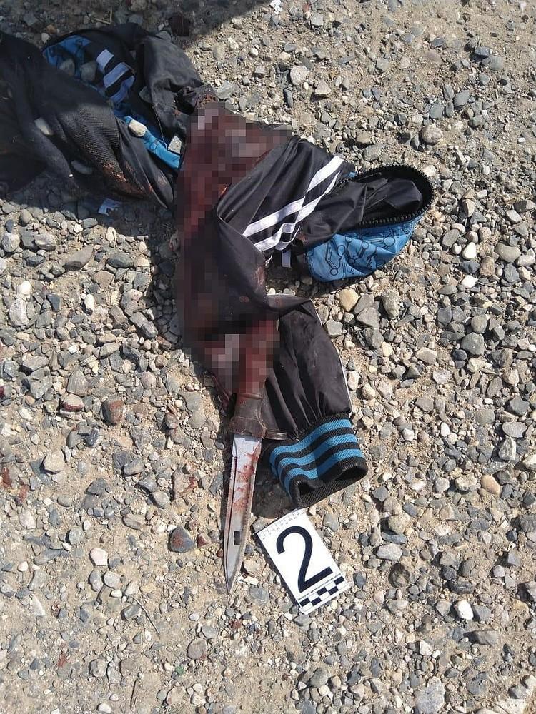 Нож, которым был убит полицейский. Фото: оперативная съёмка