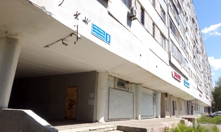 Квартиру в панельном доме, где задержали Хайруллину, в основном сдавали посуточно.