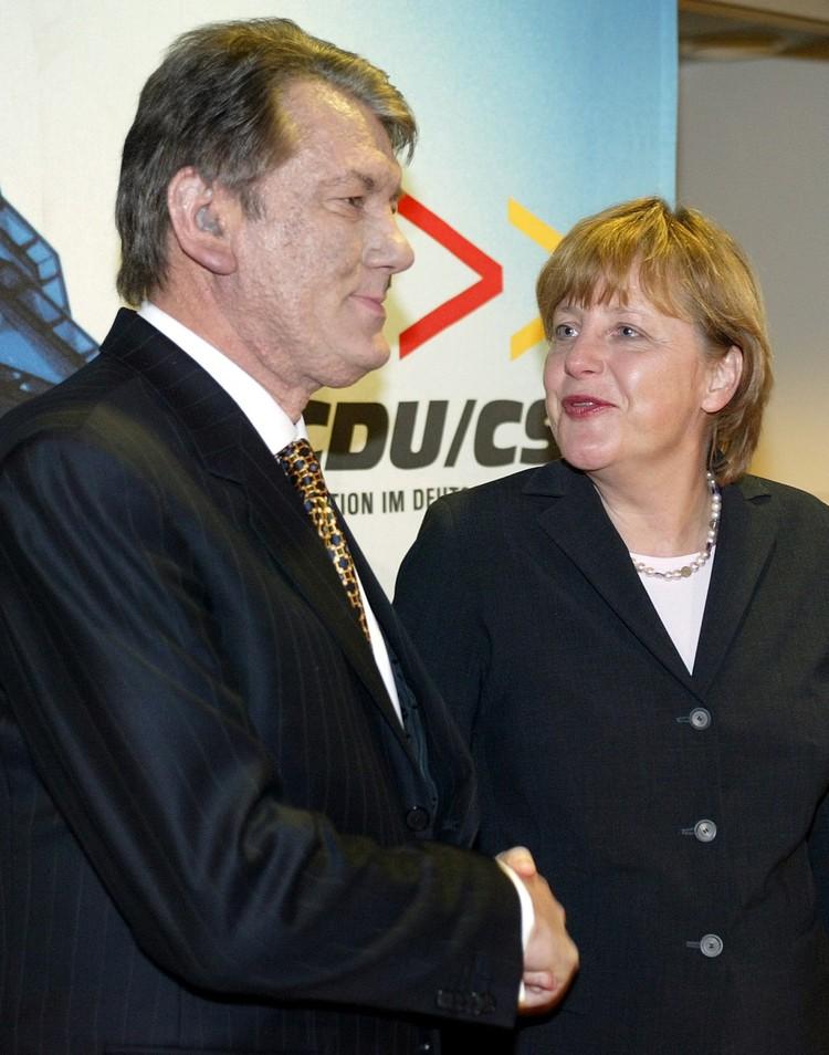"""Возможно именно эта встреча Меркель и Ющенко в марте 2005-го дала неожиданные """"плоды"""" в наши дни."""