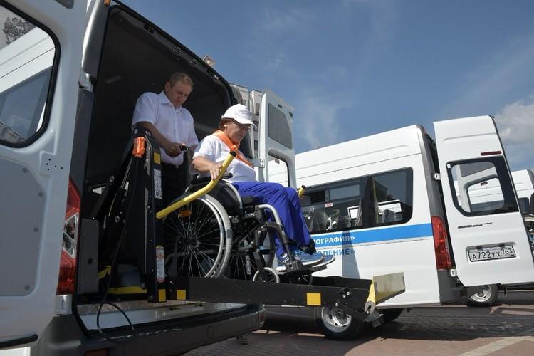 В новых машинах можно будет перевозить пассажиров в инвалидных колясках