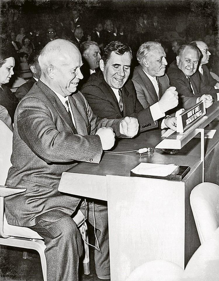 1959 год. Генассамблея ООН. Громыко подстукивает кулаком Хрущеву