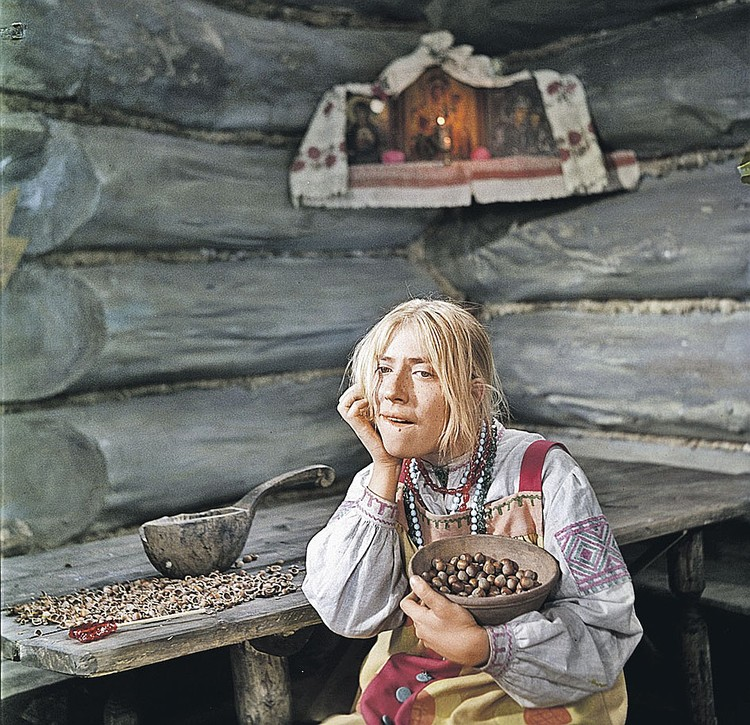 Инна Чурикова в роли Марфушеньки в фильме-сказке Александра Роу «Морозко»