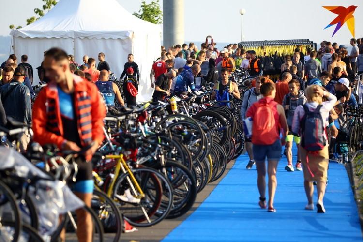 Соревнования включали в себя три этапа: плавание, велогонка, бег
