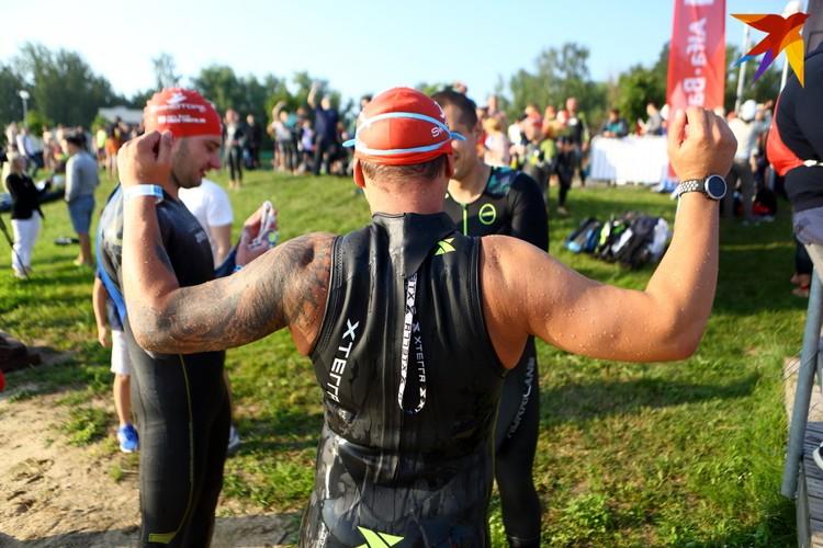 В соревнованиях принимали участие как профессиональные спортсмены, так и любители