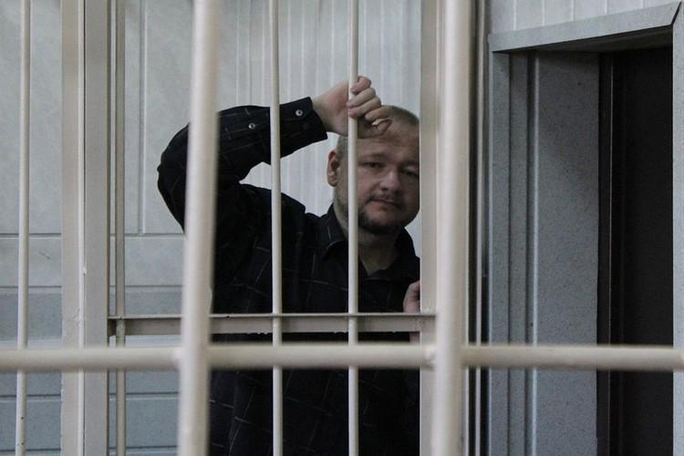Вячеслава Добрынина задержали в момент изготовления коктейля Молотова.