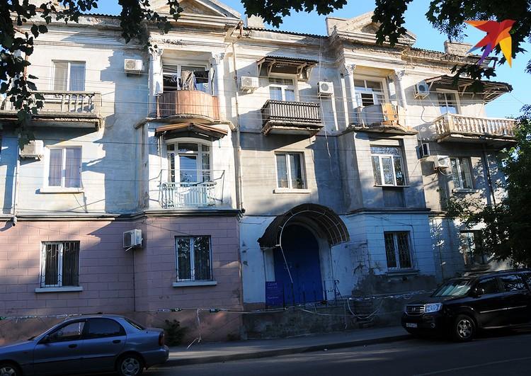 Один из типичных евпаторийских домов на Рыночной улице.