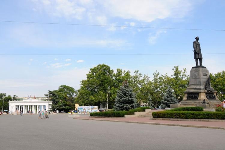 Площадь Нахимова – одна из ожерелья площадей Севастополя, распахнутых к морю.