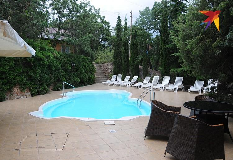 Некоторые небольшие отели и даже гостевые дома в Форосе, особенно расположенные вдалеке от моря, обзавелись пусть и небольшими, но бассейнами.