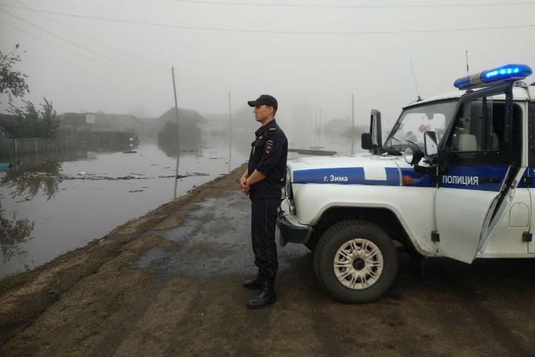"""Федеральная трасса """"Сибирь"""" подтоплена, как и месяц назад, разливается река Ия"""