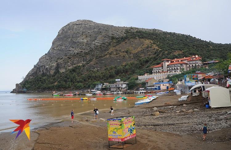 После сильного ливня пляж в Новом Свете почти полностью смыло.