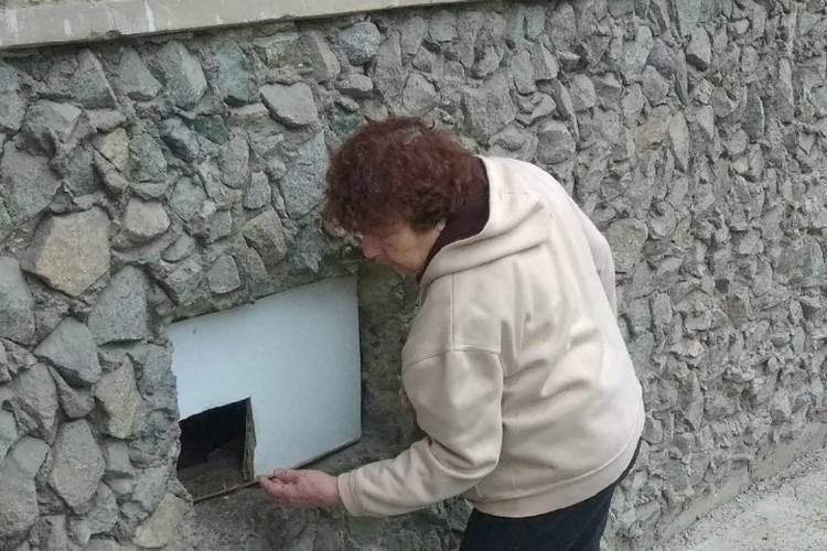 Вход остался только под квартирой Тамары Валковой. По словам женщины, отстаивала она его через прокуратуру
