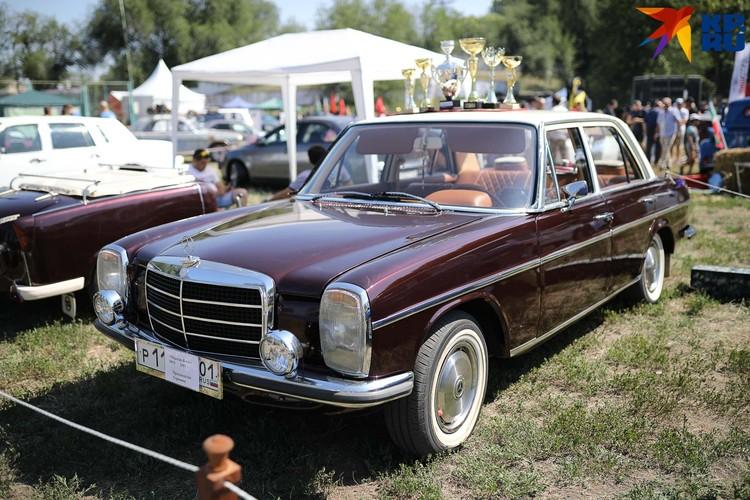 Классический Mercedes в оригинальном состоянии