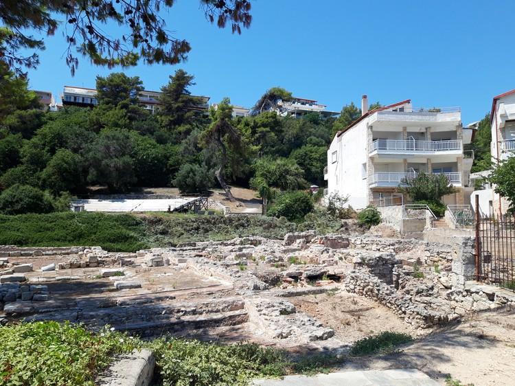 Развалины храма Зевса обнаружили недавно при строительстве гостиницы. Теперь здесь музей.