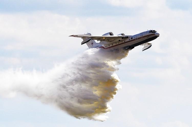 Самолет Бе-200ЧС. Именно такие задействованы в тушении пожаров в Сибири