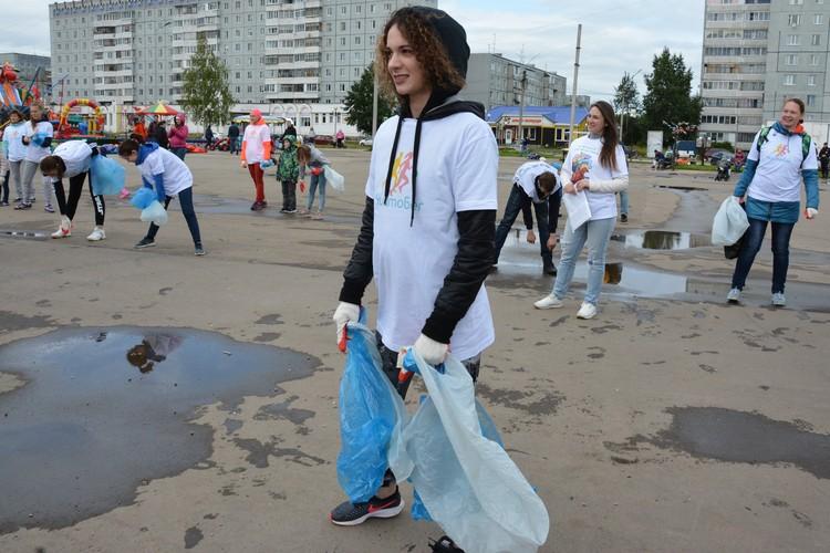 Любителям спорта выдавали два пакета: один - для вторсырья, а второй - для неперабатываемого мусора.