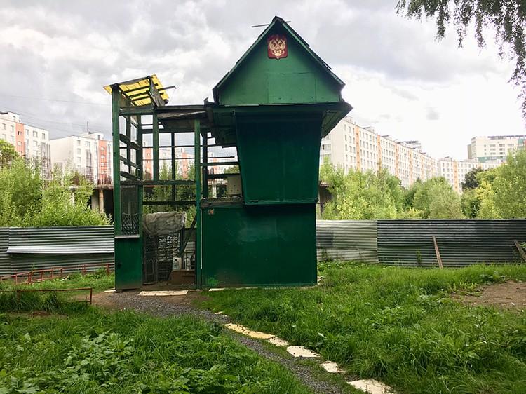 Голубятня Юрия Соколова мешает строительству многоэтажного дома в Зеленограде и пойдёт под снос