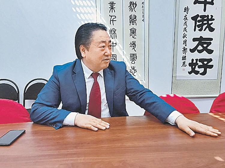 Чень Чжиган владеет в Питере крупнейшим китайским рестораном. Но признает - турсистему надо менять.