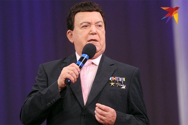 Иосиф Кобзон на сцене в Донецке.