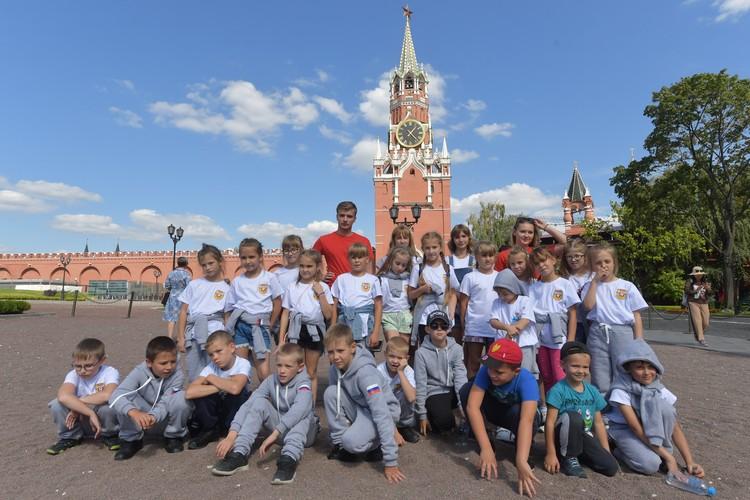 Детей ждала прогулка по Александровскому саду