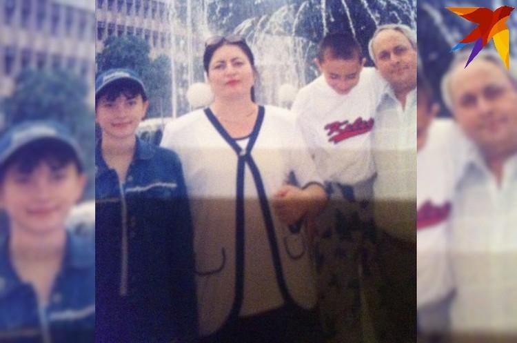 Семья Арсоевых: мама Фатима, отец Владимир, сын Сослан и дочка Фатима. Фото из личного архива героев публикации