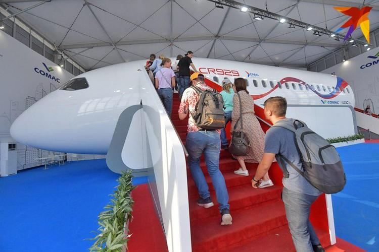 На МАКСе впервые представили российско-китайский пассажирский самолет CR929