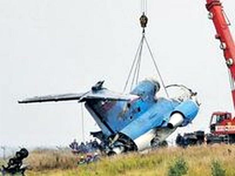 """Самолет ЯК-42 с хоккейной командой """"Локомоттив"""" рухнул, вылетая из аэропорта """"Туношна"""" 7 сентября 2011 года около 16 часов."""