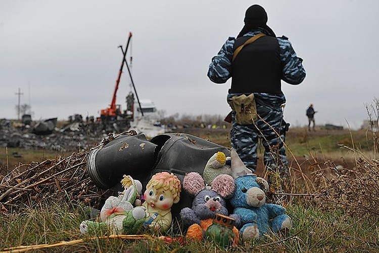 После авиакатастрофы в небе над Донбассом прошло более пяти лет, но о причинах произошедшего до сих пор идут жаркие споры.