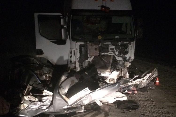 Водитель легкового автомобиля погиб при столкновении с большегрузом в Усольском районе