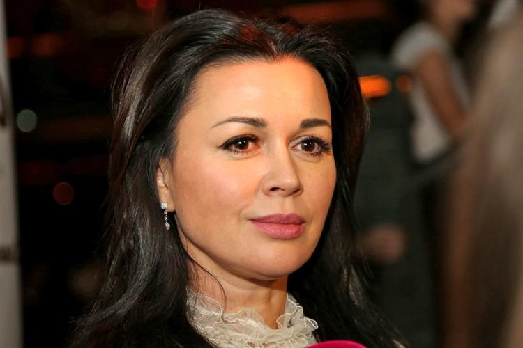 Так Анастасия Заворотнюк выглядела на заре своей звездной карьеры...