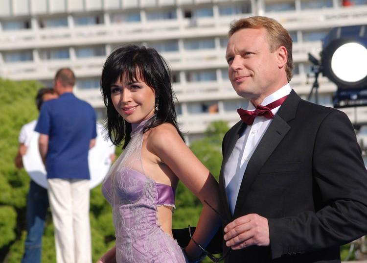 Настя с Сергеем Жигуновым на «Кинотавре» в Сочи. Пара была счастлива в гражданском браке два года.