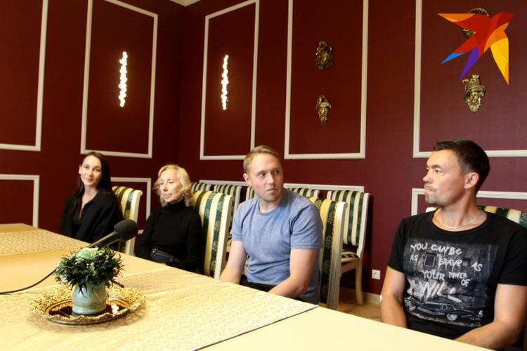 Знакомство с труппой началось с приятной встречи в гостиной Театра драмы