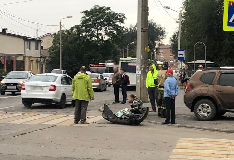 Медики везли пассажирку в больницу.