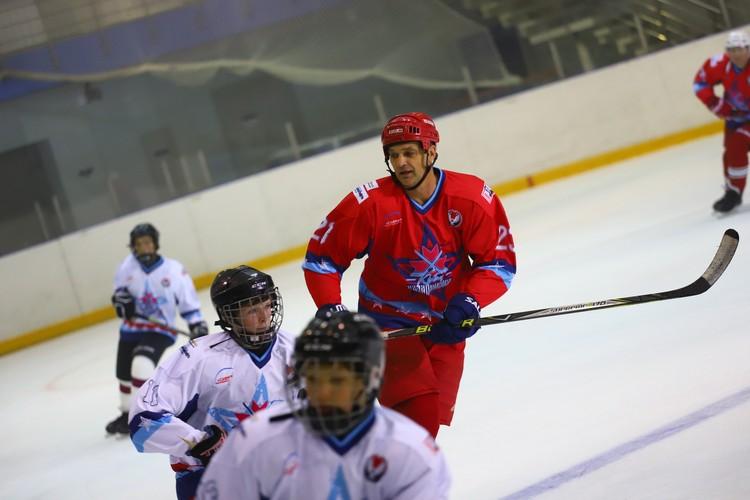 В игре ветеран «Ижстали» Владимир Бояринцев. Фото: Амир Закиров
