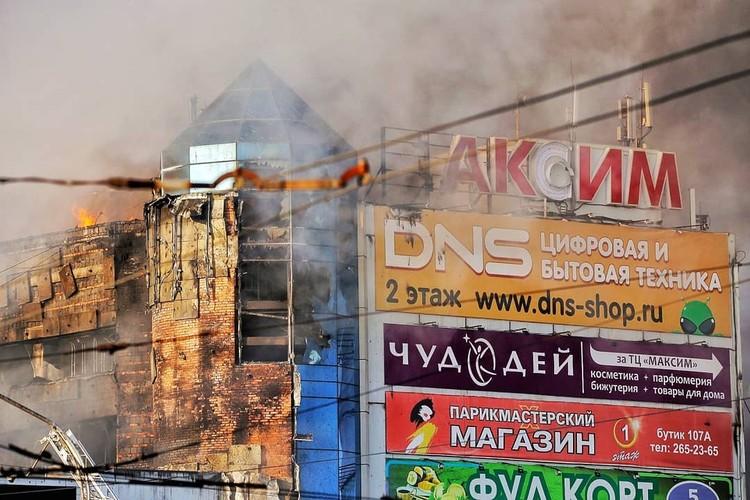 Площадь пожара - 1000 квадратных метров. Фото: alexander_khitrov