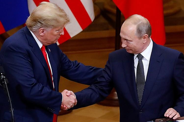 Демократы же пытались в свое время добиться расшифровки разговоров Трампа и Путина в Хельсинки. Еле отбились